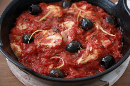 魚とオリーブのトマト煮