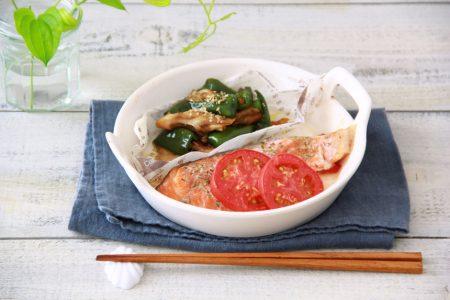 簡単オーブン料理 -鮭のトマト焼き ピーマンと舞茸のごま和え-